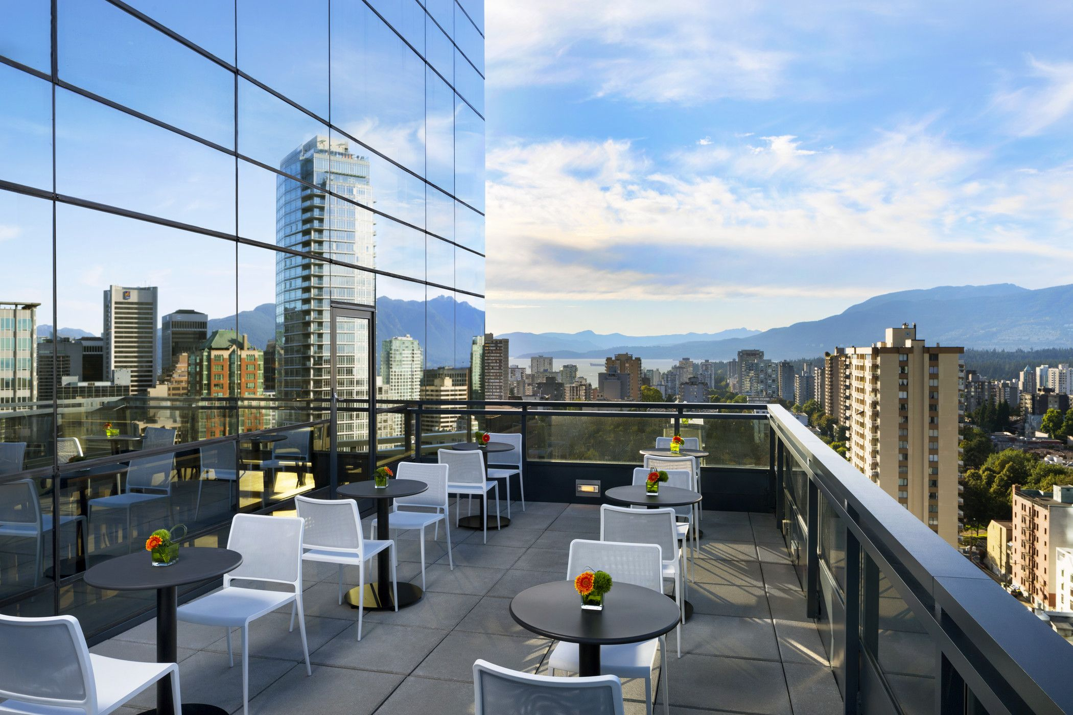 Downtown Vancouver Hotels - Sheraton Club Lounge