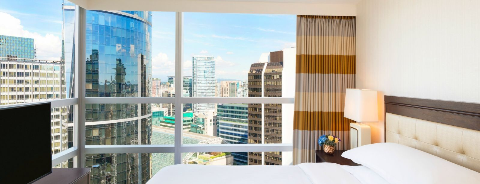 Club One Bedroom Suite - Sheraton Vancouver Wall Centre