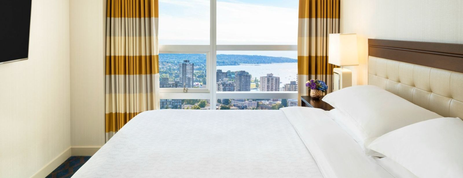 Club Two Bedroom Suite - Sheraton Vancouver Wall Centre